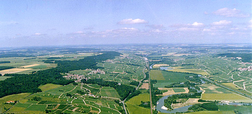 Aerial view of the Marne Valley : Oeuilly is the 3rd village on the left, next to the forest line